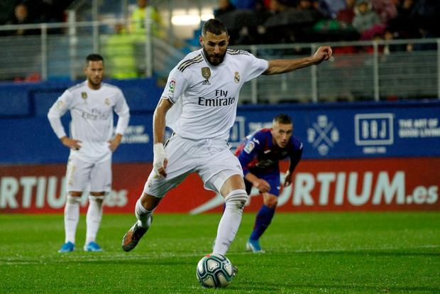 Thủ thành thảm họa phá kỷ lục của người tiền nhiệm, Real Madrid thắng đậm để bám sát gót kình địch Barcelona - Ảnh 5.