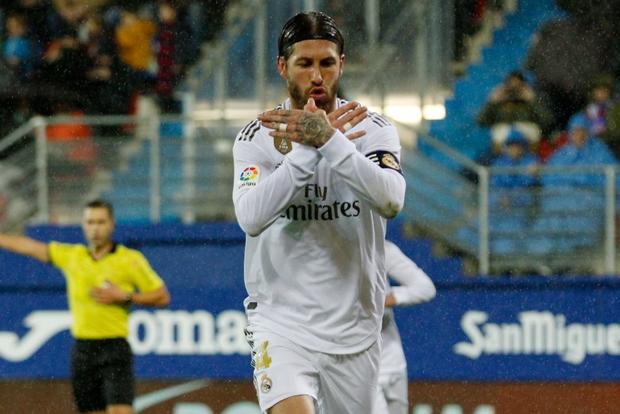 Thủ thành thảm họa phá kỷ lục của người tiền nhiệm, Real Madrid thắng đậm để bám sát gót kình địch Barcelona - Ảnh 4.
