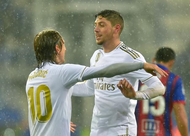 Thủ thành thảm họa phá kỷ lục của người tiền nhiệm, Real Madrid thắng đậm để bám sát gót kình địch Barcelona - Ảnh 6.