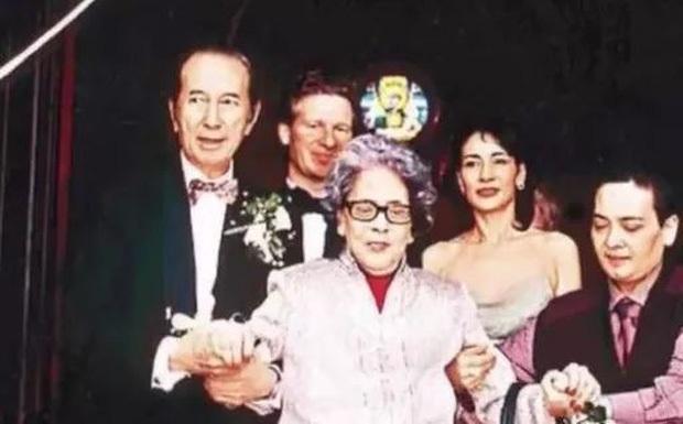 """Những bà cả thảm nhất giới siêu giàu Cbiz: Vì chồng nhưng bị """"cắm sừng"""", ốm đau già yếu đến chết, con cái phát điên - Ảnh 4."""