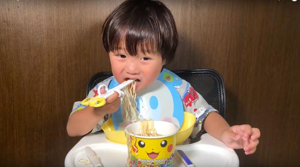 """""""Xót ruột"""" hơn nồi lẩu gà cay của Quỳnh Trần JP là thông tin bé Sa sẽ ngừng quay vlog cùng mẹ trong thời gian tới  - Ảnh 10."""