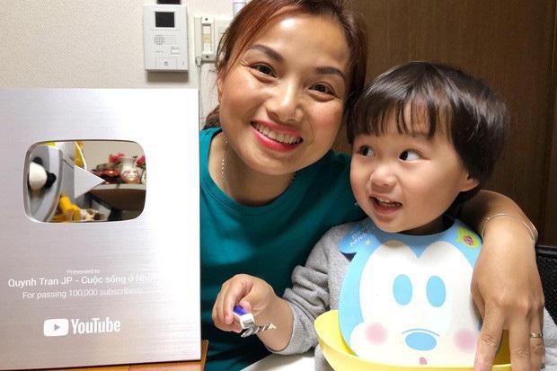 """""""Xót ruột"""" hơn nồi lẩu gà cay của Quỳnh Trần JP là thông tin bé Sa sẽ ngừng quay vlog cùng mẹ trong thời gian tới  - Ảnh 9."""