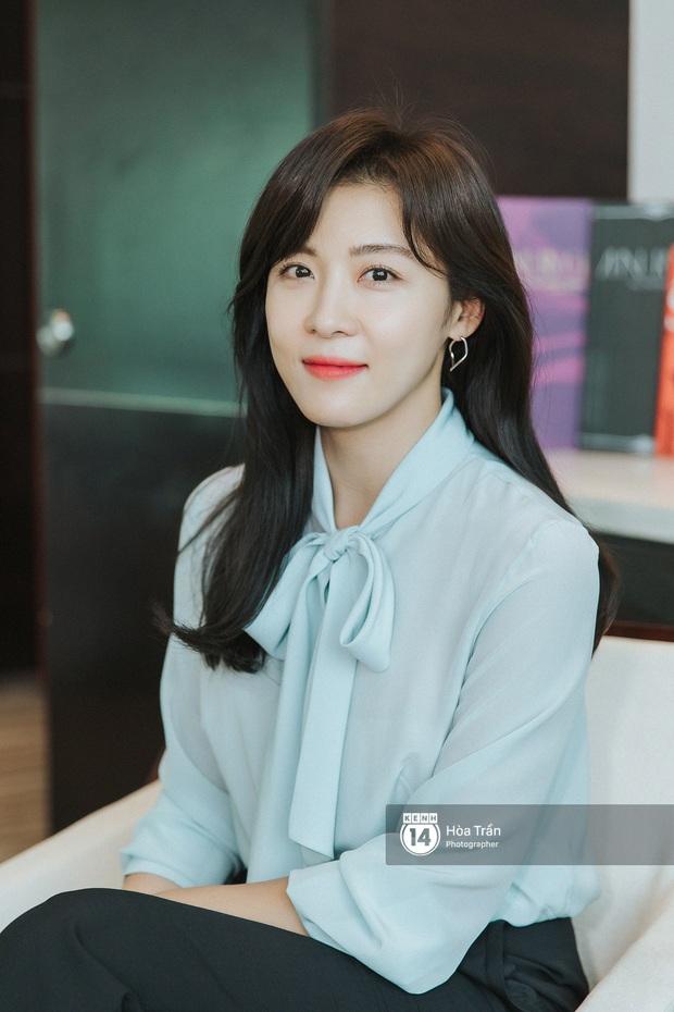 Phỏng vấn Hoàng hậu Ki Ha Ji Won tại Việt Nam: Không dưới 10 lần định bỏ làm diễn viên, tiết lộ bí quyết giữ nhan sắc hack tuổi - Ảnh 1.