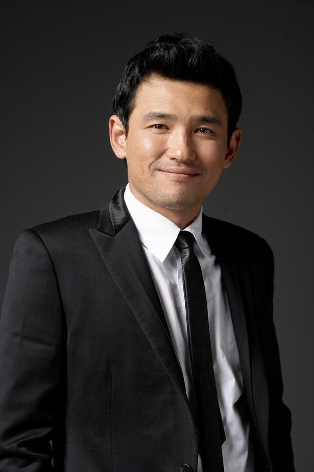 Phim rạp Hàn 2020 là đại tiệc mĩ nam: Gong Yoo bảo kê Park Bo Gum, Song Joong Ki tái xuất sau ồn ào li dị - Ảnh 6.