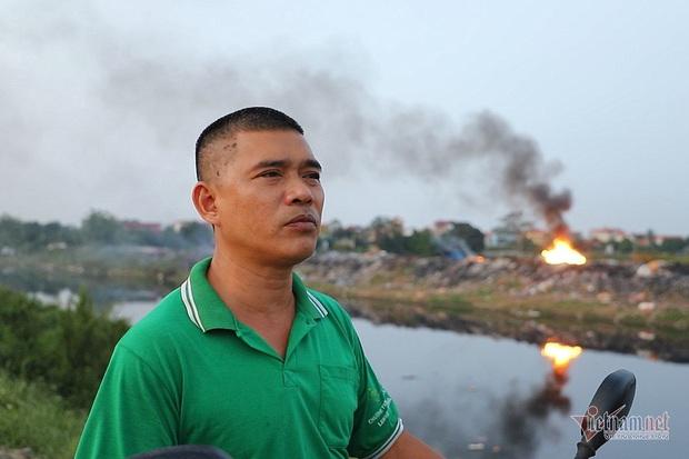 Lửa cuồn cuộn trên đống vải vụn, cả xã ở Hà Nội tự đầu độc mình - Ảnh 3.