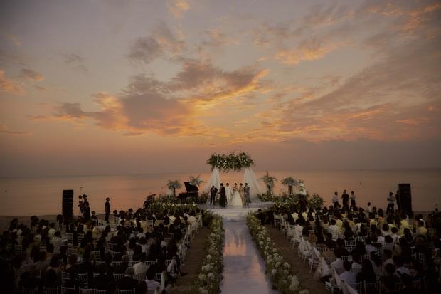 Đông Nhi-Ông Cao Thắng quả thực có gu sống ảo hơn người: Cử hành hôn lễ chuẩn giờ vàng, được nhiều sao nổi tiếng lựa chọn - Ảnh 2.