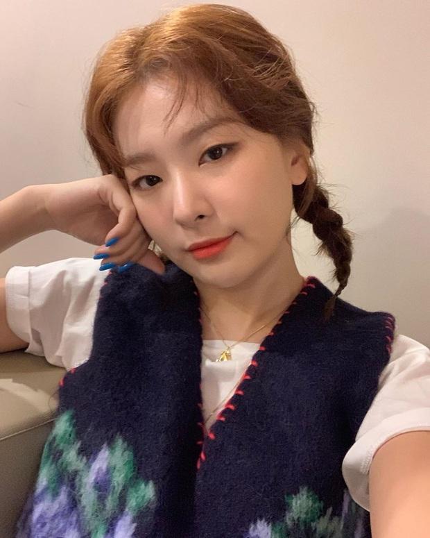 4 bí kíp skincare của Red Velvet: Chị cả Irene chăm da tối giản nhưng kiên trì, Joy đắp mặt nạ để da long lanh như pha lê - Ảnh 1.