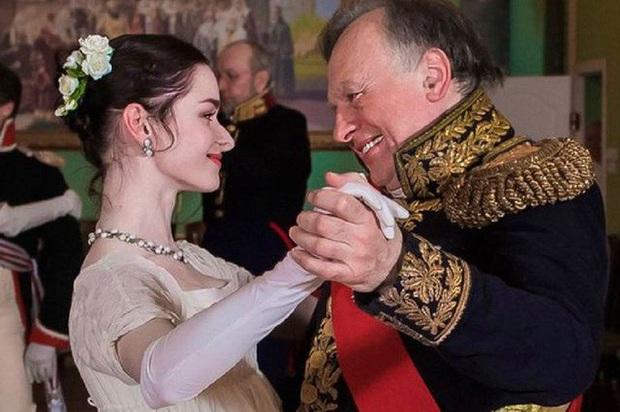 Nga: Nhà sử học nổi tiếng đeo ba lô chứa 2 cánh tay phụ nữ  - Ảnh 1.