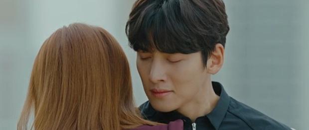 Bị bồ bắt quả tang ôm người yêu cũ, Ji Chang Wook liệu còn quyền ghen với tình địch kém 30 tuổi? - Ảnh 1.