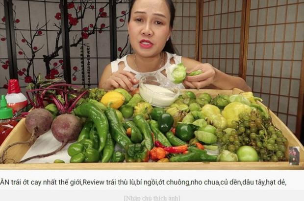 Vinh Nguyễn Thị - vlogger dũng cảm nhất giới Youtube: Sẵn sàng thử các loại đồ ăn thối nhất, chuyên gia ăn ớt thử độ bền của lưỡi - Ảnh 5.