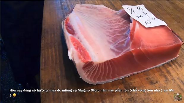 Bá đạo như Quỳnh Trần JP: Ăn cả tảng cá ngừ vây xanh khiến dân tình vừa nuốt nước miếng vừa bái phục - Ảnh 2.