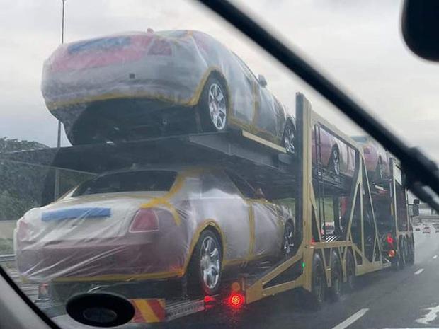 Dù đất nước nghèo đói, quốc vương châu Phi vẫn vét ngân khố mua 19 xe sang Rolls Royce cho mình và 15 người vợ - Ảnh 3.