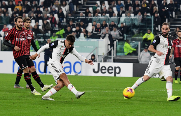 Ronaldo vùng vằng khi bị thay ra ngay từ phút 55, càng trớ trêu hơn khi người thay anh lại trở thành cứu tinh của đội - Ảnh 6.