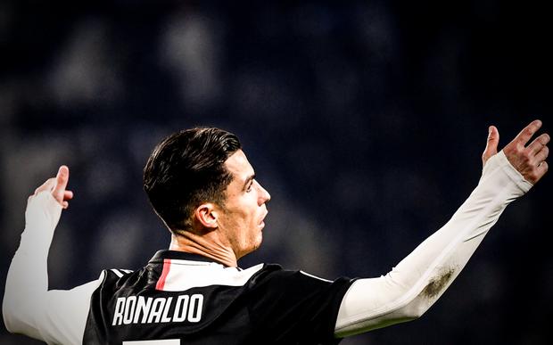 Ronaldo vùng vằng khi bị thay ra ngay từ phút 55, càng trớ trêu hơn khi người thay anh lại trở thành cứu tinh của đội - Ảnh 3.