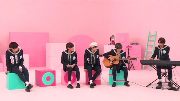 Ơn giời, cuối cùng Bighit cũng để cho em trai BTS thể hiện khả năng giải trí khi đi show ngoài! - Ảnh 2.
