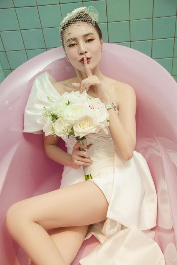 Hết diện nguyên cây vàng, giờ mặc luôn đầm cưới thả dáng nằm bồn, Ninh Dương Lan Ngọc chuẩn bị comeback ca hát theo concept gì đây? - Ảnh 2.