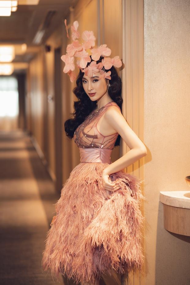 Lâu lắm mới dự sự kiện, Angela Phương Trinh giữ vững vị trí nữ hoàng thảm đỏ với màn đội cả rừng hoa lộng lẫy - Ảnh 6.