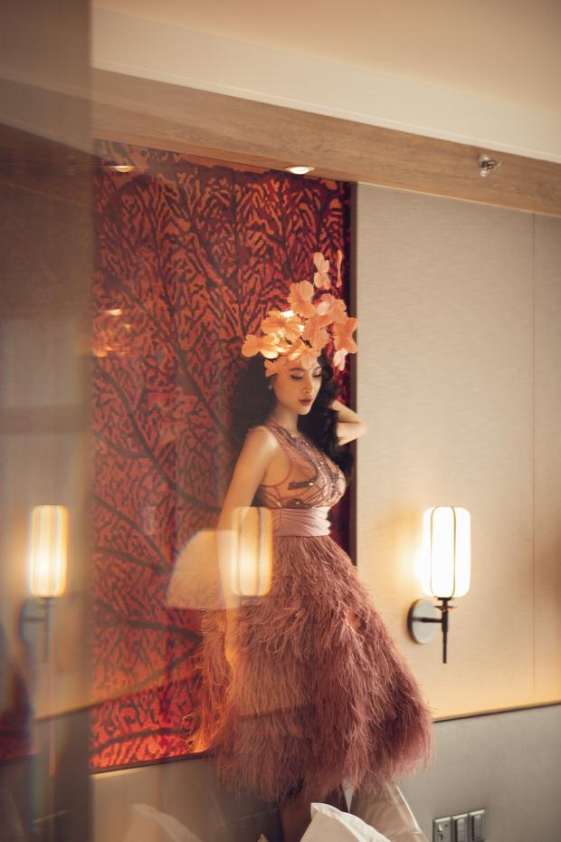 Lâu lắm mới dự sự kiện, Angela Phương Trinh giữ vững vị trí nữ hoàng thảm đỏ với màn đội cả rừng hoa lộng lẫy - Ảnh 11.