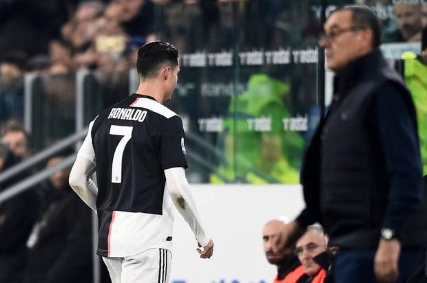 Biến căng: Bị thay ra giữa chừng, Ronaldo rời khỏi sân khi trận đấu chưa kết thúc, quên luôn hành động quen thuộc trên trang cá nhân - Ảnh 2.