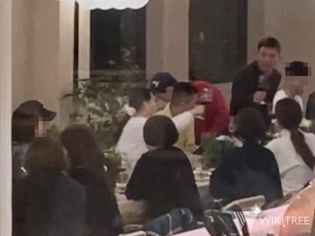 Xúc động cảnh BIGBANG đoàn tụ như gia đình: Taeyang gặp lại bà xã Min Hyo Rin, được G-Dragon và T.O.P đưa đi cắt tóc - Ảnh 1.