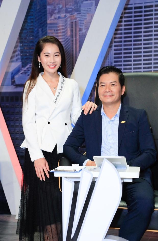 Vợ Á hậu kém 16 tuổi tình cảm tháp tùng Sếp Hưng đi quay show thực tế - Ảnh 3.