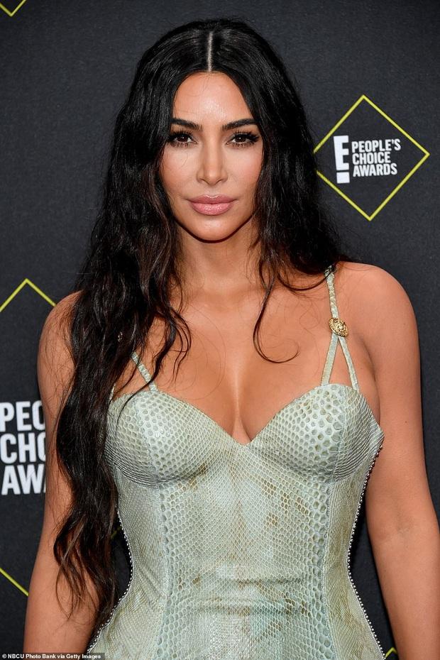 Siêu vòng 3 Kim Kardashian lột xác tại thảm đỏ PCAs sau khi giảm 8kg, body đỉnh cao và không còn quá xôi thịt - Ảnh 5.