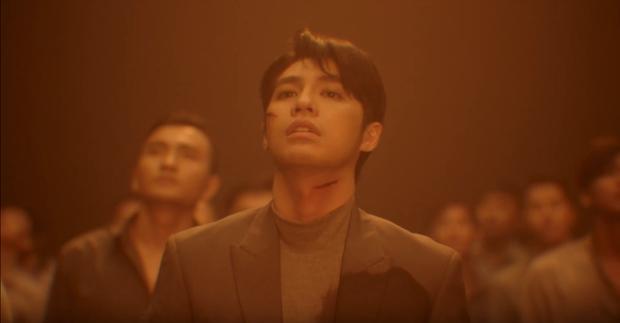 Vừa ôm Đông Nhi khóc rưng rức trong siêu đám cưới, Noo Phước Thịnh lại chấn thương tơi tả trong teaser MV Im Still Loving You - Ảnh 3.