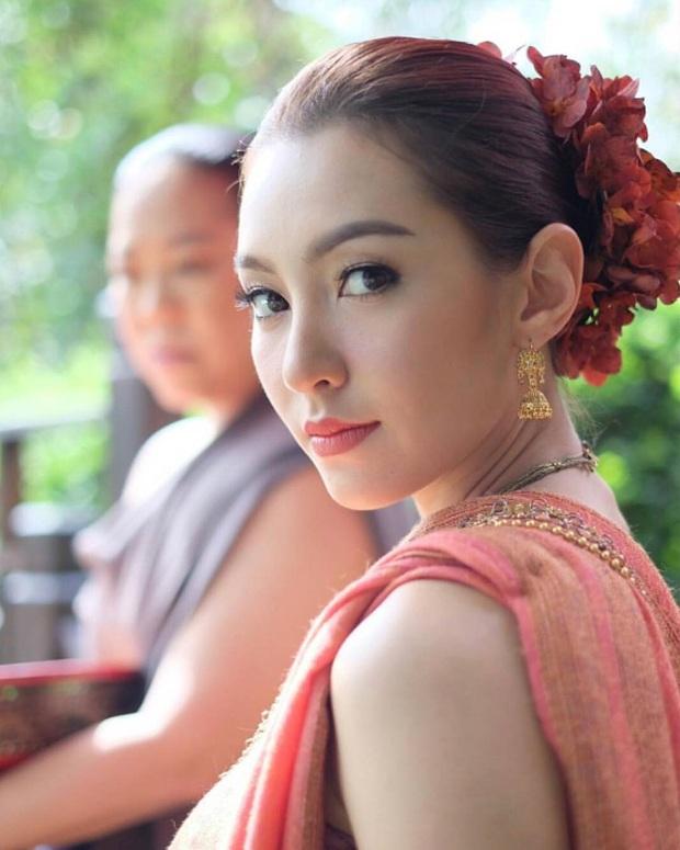 Mốt lạ trong phim Thái: Nữ chính cân hai vai, bánh bèo hay My Sói cũng đều không ngán - Ảnh 2.