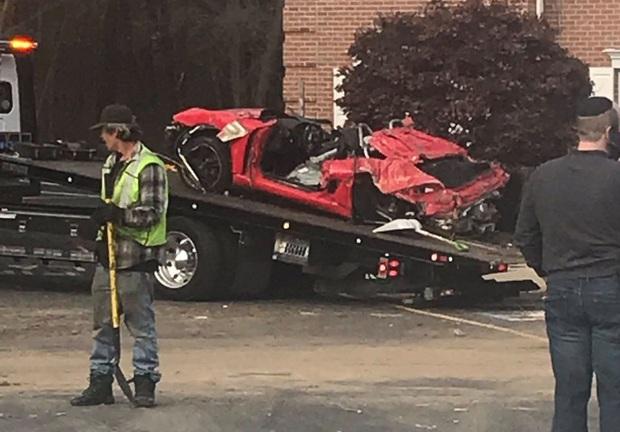 Chiếc Porsche mất lái đâm thẳng lên tầng 2 của một ngôi nhà, khiến 2 người trẻ tuổi trong xe tử vong - Ảnh 4.