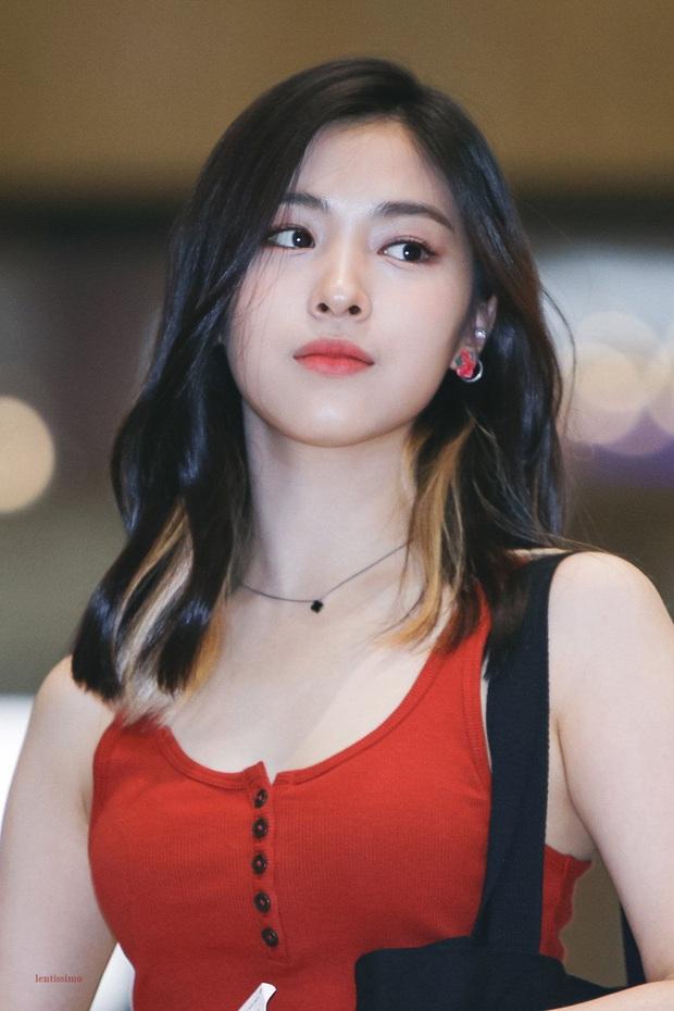 Tuổi trẻ tài cao như hội idol Kpop 2k1 chuẩn bị thi Đại học: Toàn tân binh khủng long, riêng Jeon Somi đã làm center quốc dân năm 15 tuổi - Ảnh 3.