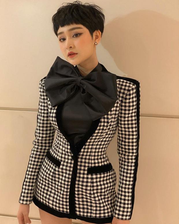 Street style sao Việt: Chi Pu diện áo corset khoe body nhỏ đến khó tin, Ngọc Trinh lại bất ngờ kín cổng cao tường - Ảnh 8.