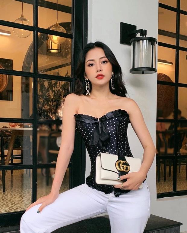 Street style sao Việt: Chi Pu diện áo corset khoe body nhỏ đến khó tin, Ngọc Trinh lại bất ngờ kín cổng cao tường - Ảnh 1.