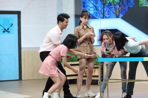 Mặc kệ đang quay gameshow, Hari Won vẫn đứng bóc trứng ăn ngon lành - Ảnh 6.
