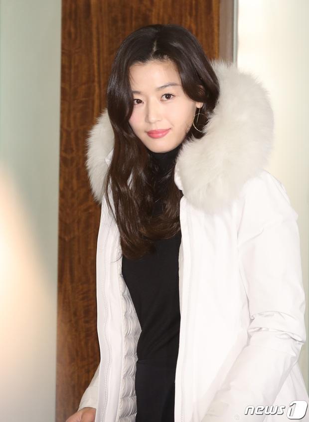 Đỉnh như mợ chảnh Jeon Ji Hyun dự sự kiện: U40, mẹ 2 con và còn lộ nọng cằm mà vẫn đẹp bất chấp - Ảnh 8.