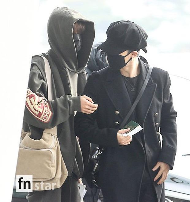 Jungkook lần đầu xuất hiện sau scandal gây tai nạn, Jin thẫn thờ cùng các thành viên BTS đổ bộ sân bay - Ảnh 2.