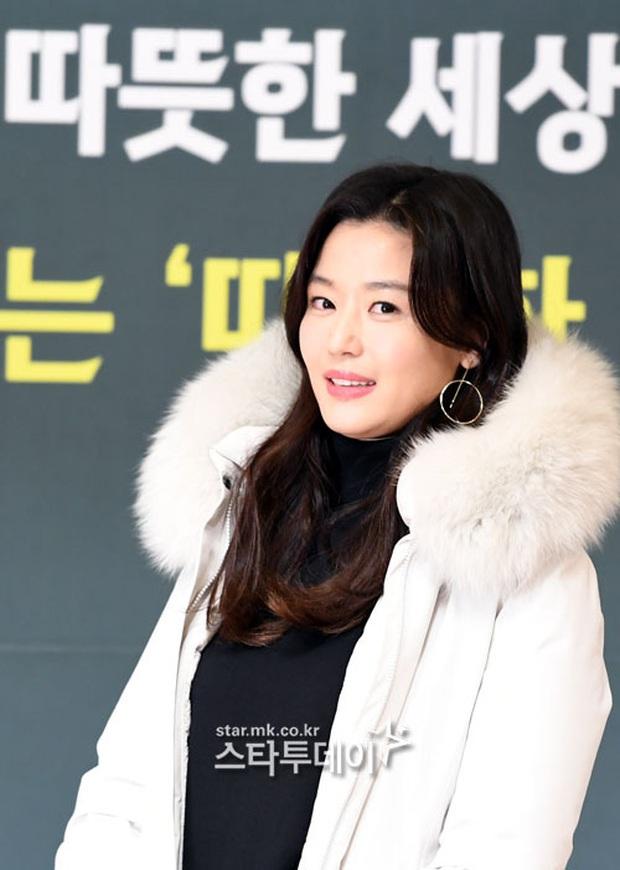 Đỉnh như mợ chảnh Jeon Ji Hyun dự sự kiện: U40, mẹ 2 con và còn lộ nọng cằm mà vẫn đẹp bất chấp - Ảnh 6.