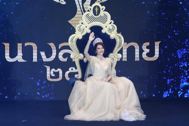 Chiêm ngưỡng nhan sắc dược sĩ Thái Lan đăng quang Hoa hậu Quốc tế 2019: Đẹp như minh tinh, thần thái ngút ngàn - Ảnh 1.
