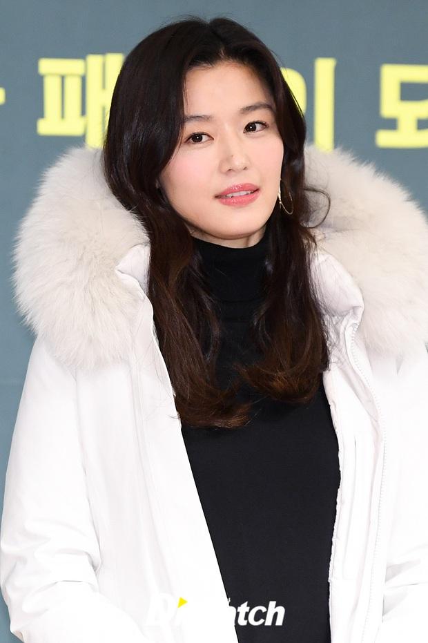 Đỉnh như mợ chảnh Jeon Ji Hyun dự sự kiện: U40, mẹ 2 con và còn lộ nọng cằm mà vẫn đẹp bất chấp - Ảnh 7.