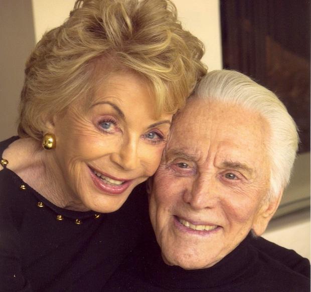 Tình yêu cổ tích của cặp đôi Hollywood: Ở bên nhau hơn 6 thập kỷ, đầu bạc răng long nhưng tình cảm chỉ càng thêm sâu đậm - Ảnh 5.