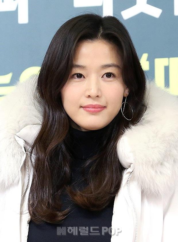 Đỉnh như mợ chảnh Jeon Ji Hyun dự sự kiện: U40, mẹ 2 con và còn lộ nọng cằm mà vẫn đẹp bất chấp - Ảnh 9.