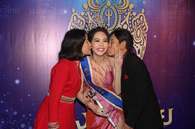 Chiêm ngưỡng nhan sắc dược sĩ Thái Lan đăng quang Hoa hậu Quốc tế 2019: Đẹp như minh tinh, thần thái ngút ngàn - Ảnh 3.