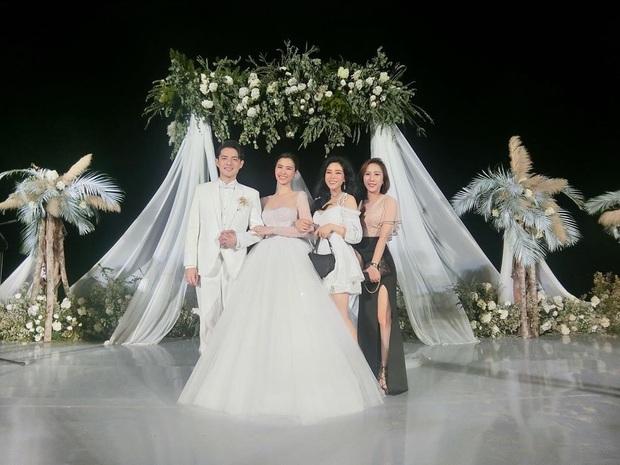 Cuối cùng em gái Ông Cao Thắng cũng chịu khoe ảnh chụp chung với cô dâu chú rể ở Phú Quốc rồi! - Ảnh 1.