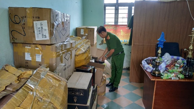 Công an bắt giữ 1.330 hộp shisha được người phụ nữ nhập từ Trung Quốc về để bán Tết - Ảnh 3.