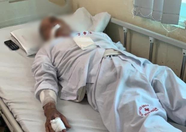 Hà Nội: Cụ ông 80 tuổi bị người đàn ông chạy xe ôm hành hung vì tranh giành địa bàn - Ảnh 3.