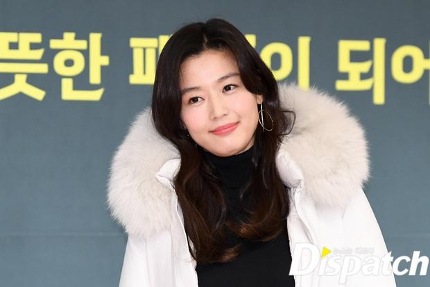 Đỉnh như mợ chảnh Jeon Ji Hyun dự sự kiện: U40, mẹ 2 con và còn lộ nọng cằm mà vẫn đẹp bất chấp - Ảnh 5.