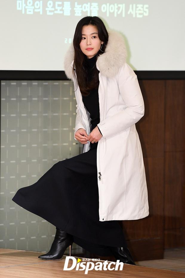 Đỉnh như mợ chảnh Jeon Ji Hyun dự sự kiện: U40, mẹ 2 con và còn lộ nọng cằm mà vẫn đẹp bất chấp - Ảnh 2.
