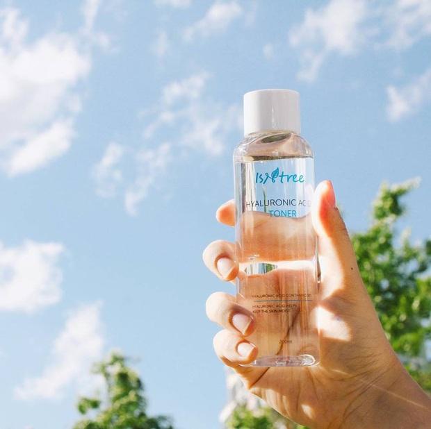 Chăm da cật lực mà thiếu một chai toner cấp ẩm thì da bạn vẫn khó ẩm mượt trong mùa hanh khô này được - Ảnh 2.