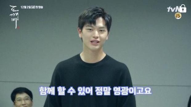 Điểm khác một trời một vực giữa diễn viên và idol Kpop: Ánh mắt đến fan-service, Song Song còn phải thua mỹ nam SHINee! - Ảnh 5.
