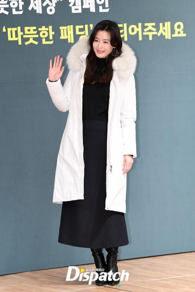 Đỉnh như mợ chảnh Jeon Ji Hyun dự sự kiện: U40, mẹ 2 con và còn lộ nọng cằm mà vẫn đẹp bất chấp - Ảnh 4.