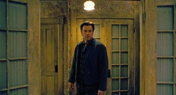 Doctor Sleep: Hậu truyện cầu toàn của The Shining ám ảnh chưa dứt nhưng lần đầu ma quái lại xinh như mộng - Ảnh 10.